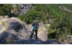 Senderismo acuático + rápel en el Pirineo